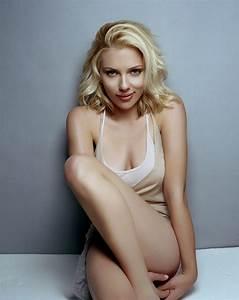 Scarlett Johansson nipple slip | bikinimela