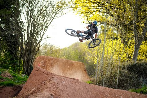 A buyer's guide to downhill mountain bikes - Dirt