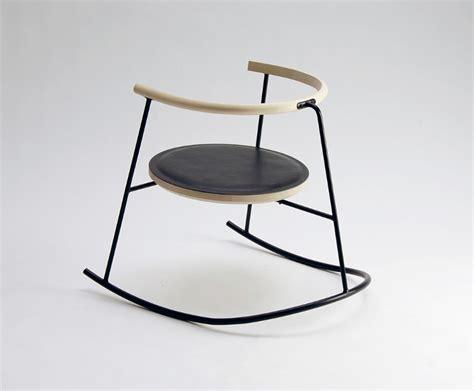 chaise a bascule design nobu chaise à bascule par rasmus warberg