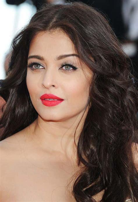 Celebrity Hairstyles: Aishwarya Rai Loose Wavy Hairstyles