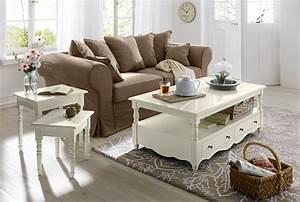table basse originale 10 selections pour la deco de With tapis champ de fleurs avec canapé en cuir vieilli