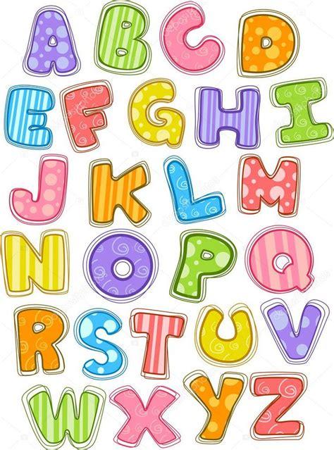 Ilustración del alfabeto lindo y colorido en mayúsculas