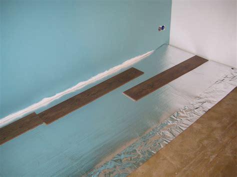 laminaat op vloerbedekking leggen ondervloer leggen voor de makers
