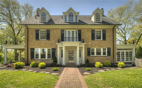 taylor swifts childhood home  sale