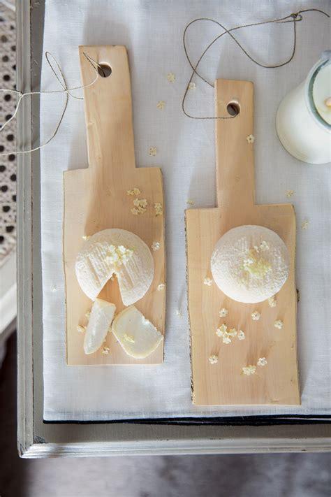 planche pour cuisine découper soi même ses planches en bois pour la cuisine