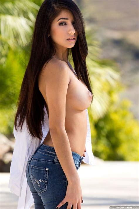 Hot Latina Megan Salinas Topless In Jeans Sorted
