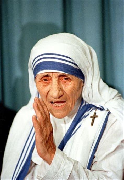 paus mengkanonisasi ibu teresa  kalkuta sebagai  kudus penat katolik