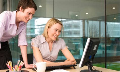desk boss female office want say employees nightmare why worst said woman
