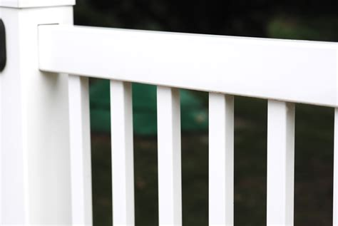 simple tip for quickly cleaning vinyl fences and outdoor