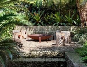 sitzplatz mit feuerstelle im garten 50 tipps und ideen With feuerstelle garten mit große pflanzen balkon