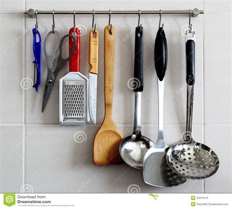 support d ustensiles de cuisine sur le mur photo stock image 43101513