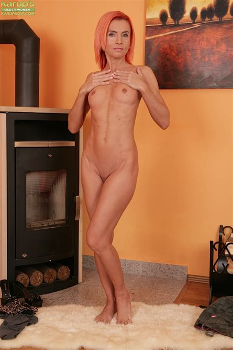 Sensual Milf With Red Hair Klarisa Hot Is Lying Naked On