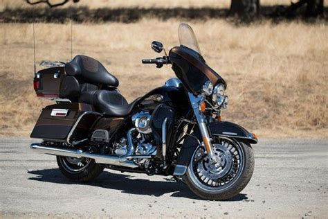 whitewall tire isolated on 2013 harley davidson flhtk electra glide ultra limited