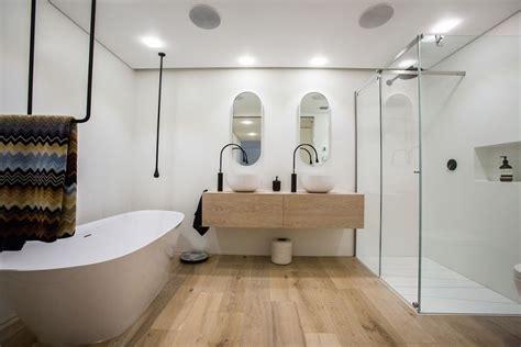 revetement sol salle de bain sur plancher bois parquet flottant conseils et id 233 es pour sol de salle de bain