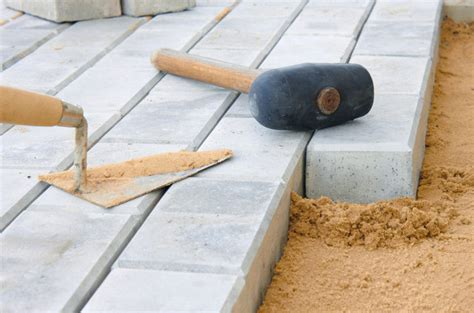 selber pflastern anleitungen steinterrasse fachgerecht selber bauen anleitung in 4 schritten