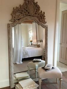 Grand Miroir Chambre : grand miroir la classique perdue qui fait vivre l 39 espace ~ Teatrodelosmanantiales.com Idées de Décoration
