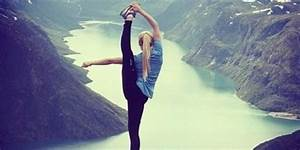 Yoga Fans Are Taking Phenomenal Photos In The World U0026 39 S Most Beautiful Places Using  Extremeyoga