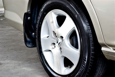 3 Ways To Clean The Tires On Your Car