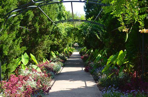 the botanical gardens cheekwood botanical garden and museum of happily