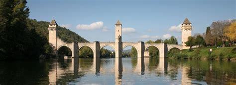 le bureau cahors de brug valentré in cahors werelderfgoed de unesco