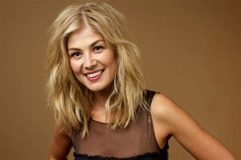 actress in first jack reacher movie ice from game of thrones rosamund pike it was startling