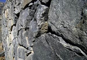 Trockenmauer Bauen Ohne Fundament : trockenmauer zum fundament in 4 schritten ~ Lizthompson.info Haus und Dekorationen