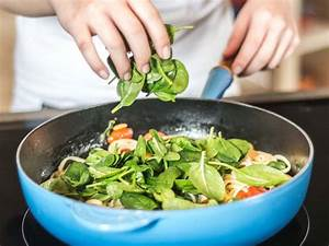 Rezepte Mit Babyspinat : linguine mit salbeibutter babyspinat tomaten rezept ~ Lizthompson.info Haus und Dekorationen