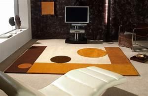 Tapis Forme Geometrique : tapis de luxe contemporain g om trique moon par carving ~ Teatrodelosmanantiales.com Idées de Décoration