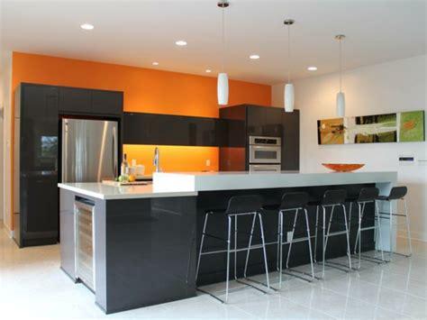 Einrichtung Kleiner Kuechekleine Kueche In Weiss Und Orange 2 by Coole K 252 Chen Wandfarbe Gelb Orange Und Rot
