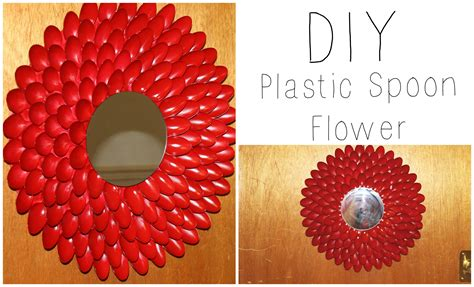 Paste a mirror on a circular cardboard marking 10 cm on the divider. DIY: Plastic Spoon Flower Wall Hanging. Wreath ♡ {House Decor} ♡ Jessica Joaquin
