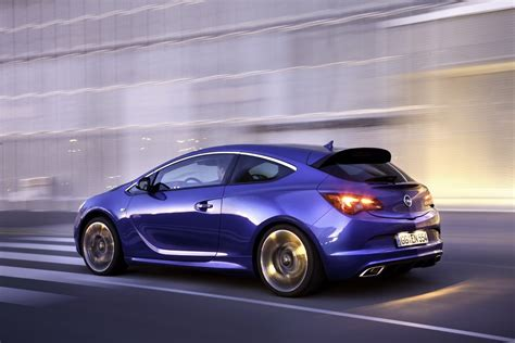 Opel Opc by Opel Astra Opc With 276hp Storms The 2012 Geneva Motor