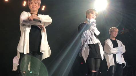 [fancam] Bts Wings Tour 2017 In Chicago