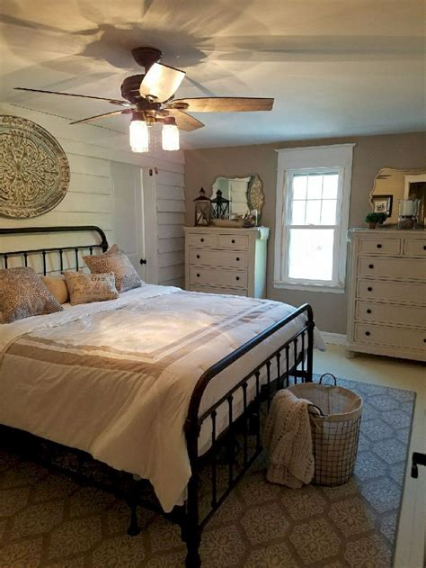 Awesome Farmhouse Master Bedroom Decorating Ideas 2 For