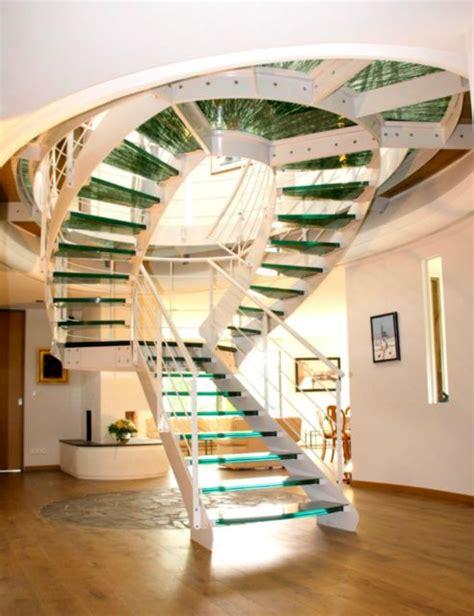 escalier deux quart tournant limon a revolution finition laquee marches en verre a