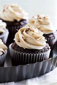 Easy 4 Ingredient Whipped Cream Cheese Frosting - Taste ...
