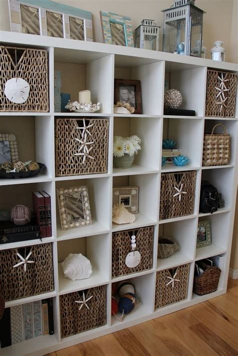 Decorating Bookshelves With Baskets by Best 25 Office Ideas On Theme