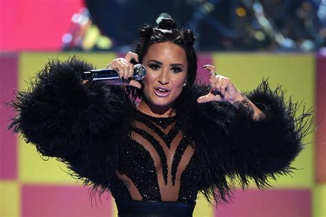 Demi Lovato Nude Cool For The Summer Singer Strips For Spontaneous Vanity Fair Photoshoot