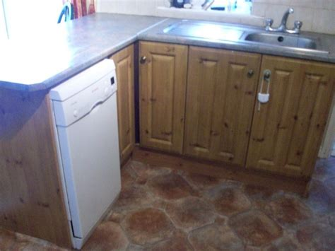 Fitted Kitchen Inc Extractor Fan Sink And Mixer Taps For