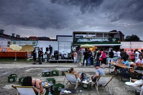 Der Garten Kino by Biergarten Open Air Kino Im Viehhof Curt M 252 Nchen