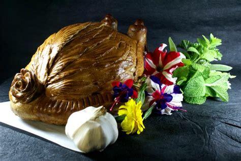 cuisiner une poularde poularde de bresse en croûte de sel poulet de bresse fr