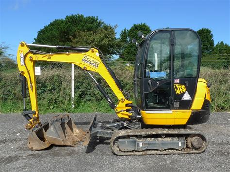 mini diggers   acland plant hire