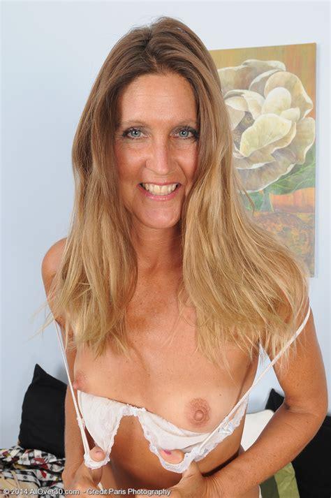 alluring wifey la valkenberg tease and strip milf fox