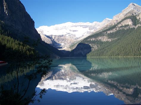 Lake Louise A Breathtaking Landscape Tourism On The Edge