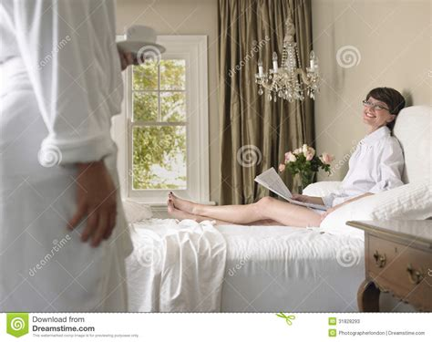 chambre a coucher femme chambre grise et blanc
