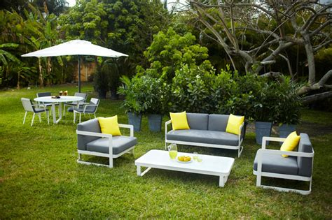 verona outdoor patio set tropical landscape miami