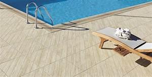 Carrelage Tour De Piscine : quel carrelage pour le bord d 39 une piscine blog espace ~ Edinachiropracticcenter.com Idées de Décoration