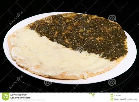 cuisine libanaise thym et fromage de manouche photo stock image 17165790