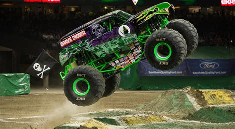 monster jam truck show 2015 monster trucks passion for off road adventure