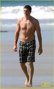 Tom Brady Goes Shirtless for Costa Rica Beach Stroll ...