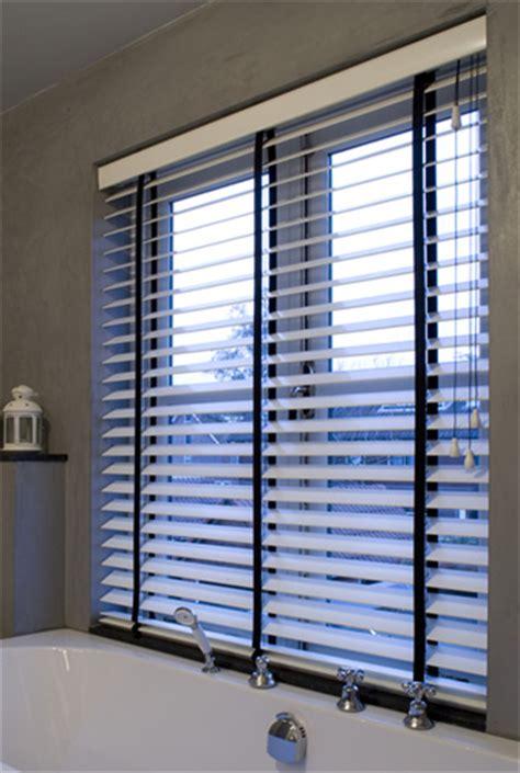 plafond pvc cuisine percer dans une fenêtre en pvc bois ou alu pour fixer un